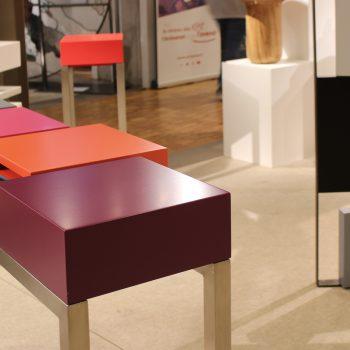 console moderne design sur mesure, structure en inox, cubes laqués. Console design Pied-Estal Mobilier design modulable Les Pieds Sur La Table-salon SIPC