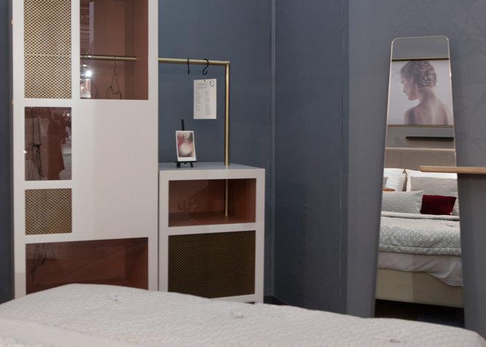 Dressing chambre d 39 h tel prototype mobilier les pieds for Hotel meuble la spiaggiola