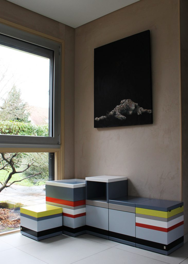 Coffres de rangement sur mesure Pied-Monté, bois laqué en couleurs sur mesure, mobilier Les Pieds Sur La Table, réalisation maison