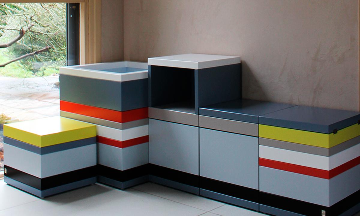 ensemble de coffres de rangement - Projet création sur mesure en bois laqué jaune, orange pop, gris, blanc. Design et fabrication mobilier Les Pieds Sur La Table-EN