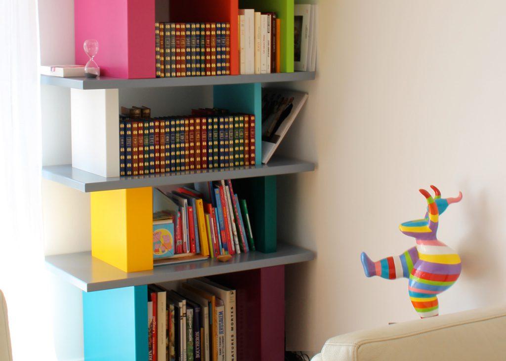 étagère design moderne sur-mesure modulable en couleurs Pied-Mont Mobilier design modulable sur mesure et coloré Les Pieds Sur La Table, fabrication sur mesure appartement Neuilly sur Seine