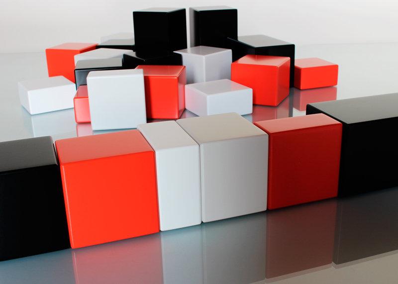 objets de communication artistiques, jeux de cubes animés personnalisés aux valeurs et couleurs d'entreprise. Création sur mesure par mobilier Les Pieds Sur La Table