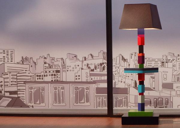 lampadaire graphique cubes en couleurs multicolore Pied-Jeu mobilier Les Pieds Sur La Table France 5 dessin