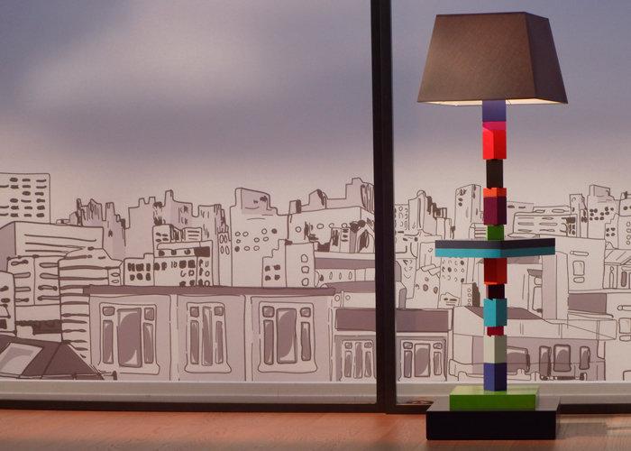 lampadaire graphique cubes en couleurs multicolore Pied-Jeu mobilier Les Pieds Sur La Table
