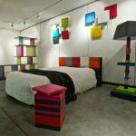 tête de lit avec rangements sur mesure couleurs vives Drap-Pied mobilier Les Pieds Sur La Table exposition