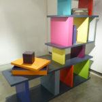 bibliothèque étagère modulable sur mesure multicolore Le Pied mobilier Les Pieds Sur La Table exposition détail