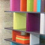 bibliothèque étagère modulable sur mesure couleurs multicolore Tu Lis Pied mobilier Les Pieds Sur La Table détail