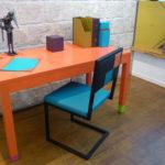 bureau connecté avec prises électriques Co-Pied couleurs sur mesure mobilier Les Pieds Sur La Table