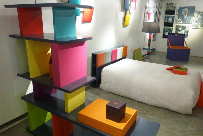 bibliothèque étagère modulable sur mesure multicolore Le Pied mobilier Les Pieds Sur La Table exposition