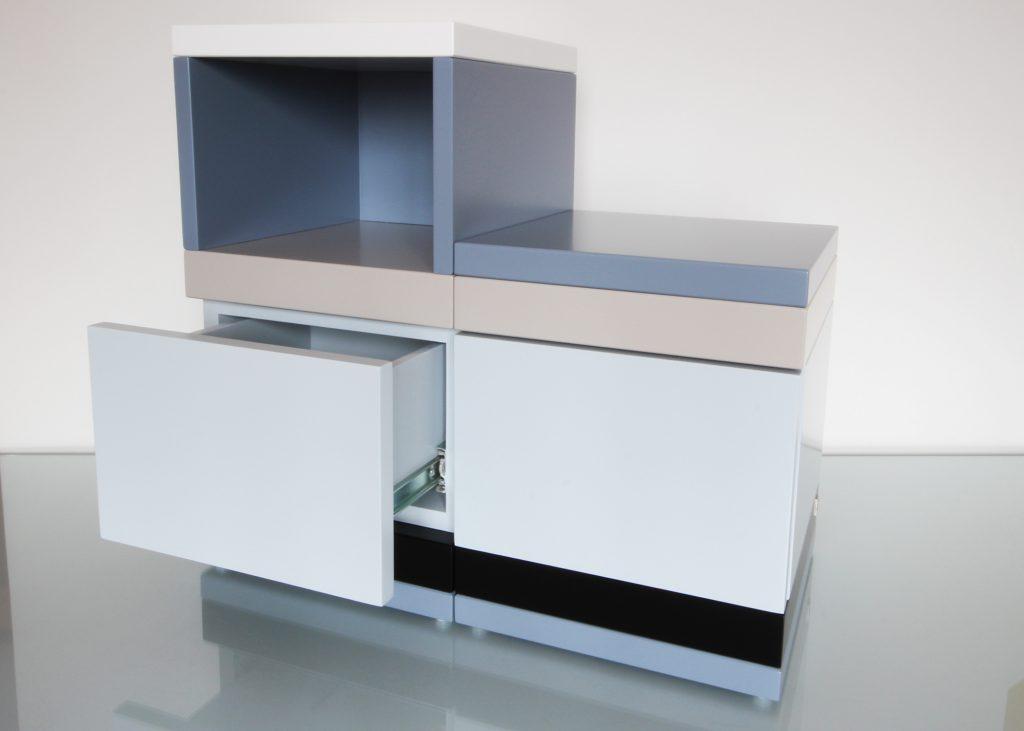 coffres de rangement coordonn s sur mesure par les pieds sur la table. Black Bedroom Furniture Sets. Home Design Ideas