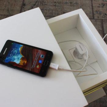 console connectée avec prise électrique Plug and Pied mobilier Les Pieds Sur La Table détail tiroir