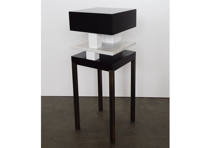 console design en marbre noir et blanc Pied de-Grue mobilier Les Pieds Sur La Table édition limitée marbre de Carrare