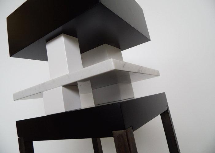 console design en marbre noir et blanc Pied de-Grue mobilier Les Pieds Sur La Table édition limitée marbre de Carrare détail