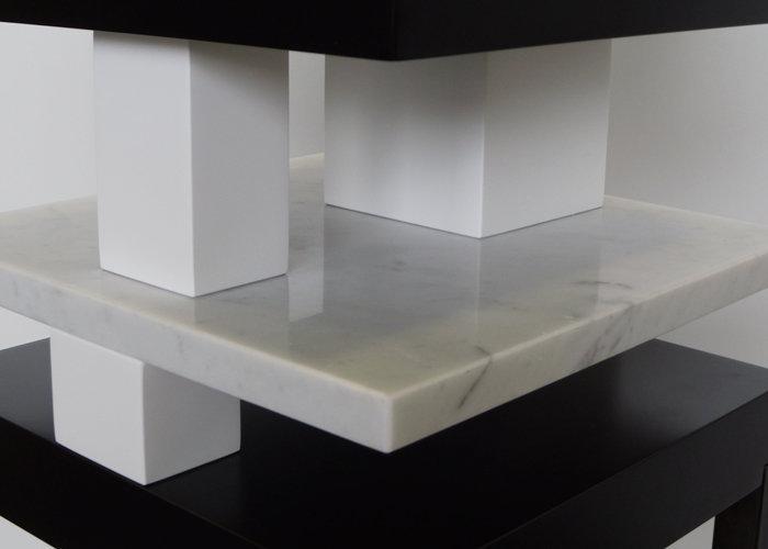 console design en marbre Pied de-Grue mobilier Les Pieds Sur La Table édition limitée marbre de Carrare détail