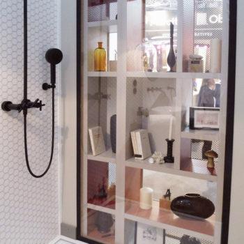 mobilier chambre hotel prototype vitrine design Chambre 306 mobilier Les Pieds Sur La Table
