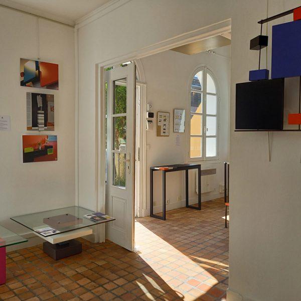 Vente meubles contemporains Les Pieds Sur La Table à la boutique éphémère Rueil-Malmaison septembre 2020 - CRéation de tables basses modernes en verre sur mesure