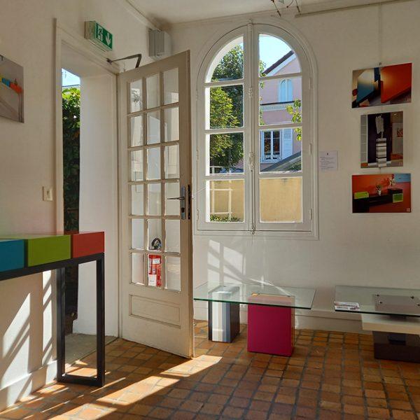 Vente meubles contemporains Les Pieds Sur La Table à la boutique éphémère Rueil-Malmaison septembre 2020 - Création de tables basses design