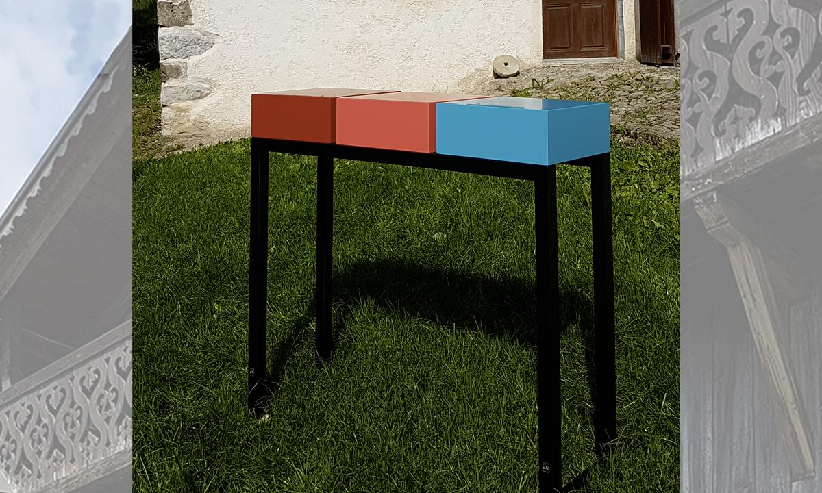 Console design sur mesure et décoration en montagne : ferme savoyarde, Mobilier Les PIeds Sur La Table créateur et fabricant de meubles contemporains design sur mesure