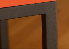 console connectée design Plug and Pied mobilier Les Pieds Sur La Table détail finition acier noir