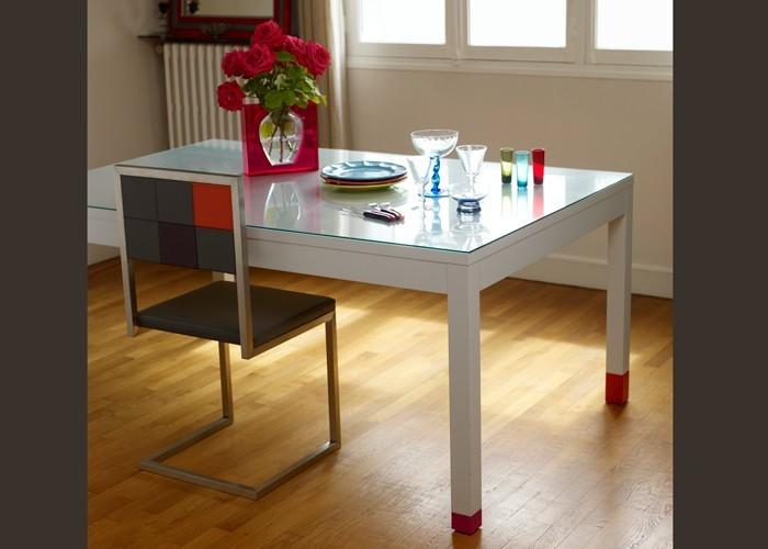 Table manger pied riez mobilier les pieds sur la table for Table a manger sur mesure