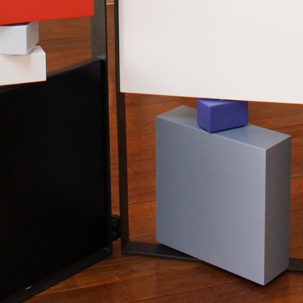 paravent contemporain acier marbre avec 2 vanteaux. Modèle Tournis-Pied paravent sur mesure. Création et fabrication meubles design Les Pieds Sur La Table détail