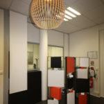 paravent cubique animé 3 panneaux acier et laque sur mesure Tournis-Pied mobilier Les Pieds Sur La Table réalisation bureau entreprise 2