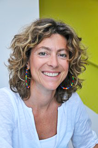 Sandrine Reverseau designer créatrice du mobilier Les Pieds Sur La Table