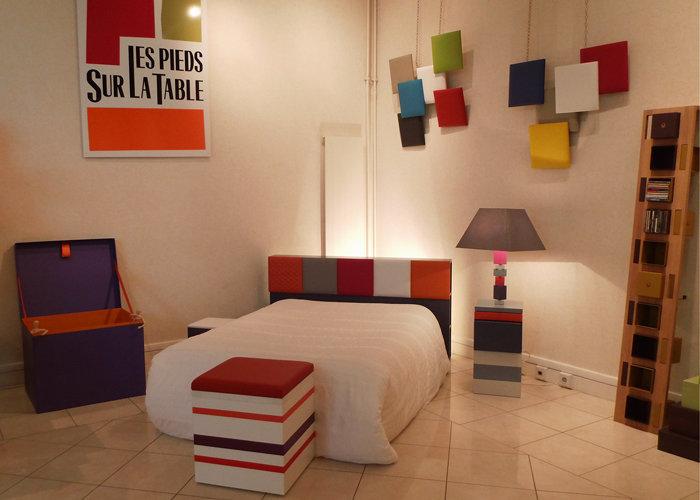 pouf grand modèle laqué blanc orange Group-Pied par Les Pieds Sur la Table chambre