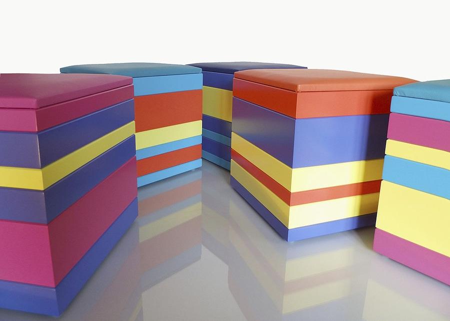 pouf en couleurs multicolore petit modèle Group-Pied par Les Pieds Sur La Table
