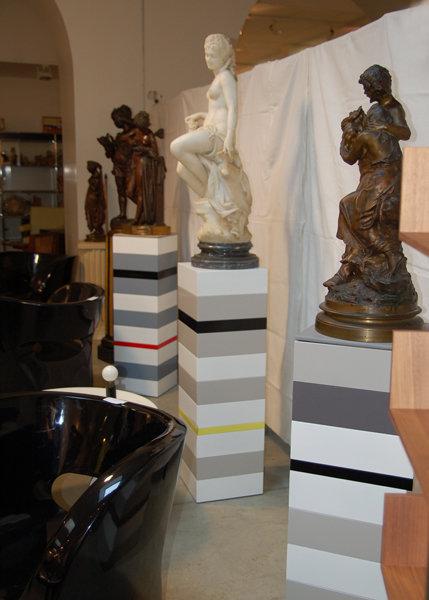 socles pour objet d'art sur mesure Mille-Pied grand modèle mobilier Les Pieds Sur La Table réalisation entreprise bureau