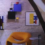 sculpture murale graphique animée verticale noir bleu Pas-Pied-Peint Mobilier Les Pieds Sur La Table réalisation maison