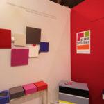 sculpture murale graphique animée horizontale rouge L156 Pas-Pied-Peint Mobilier Les Pieds Sur La Table exposition