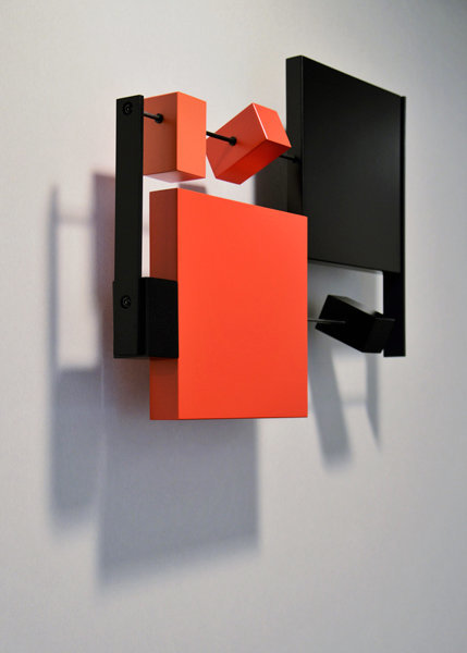 sculpture murale graphique animée horizontale noir rouge Pas-Pied-Peint Mobilier Les Pieds Sur La Table