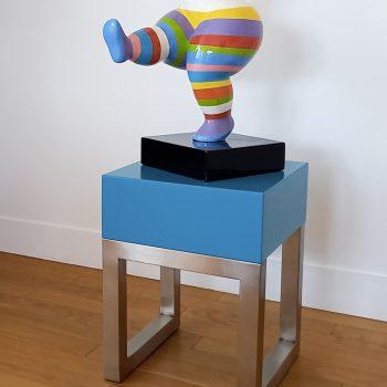 Socle design pour sculpture créé et fabriqué sur mesure par la créatrice de mobilier design Les Pieds Sur La Table