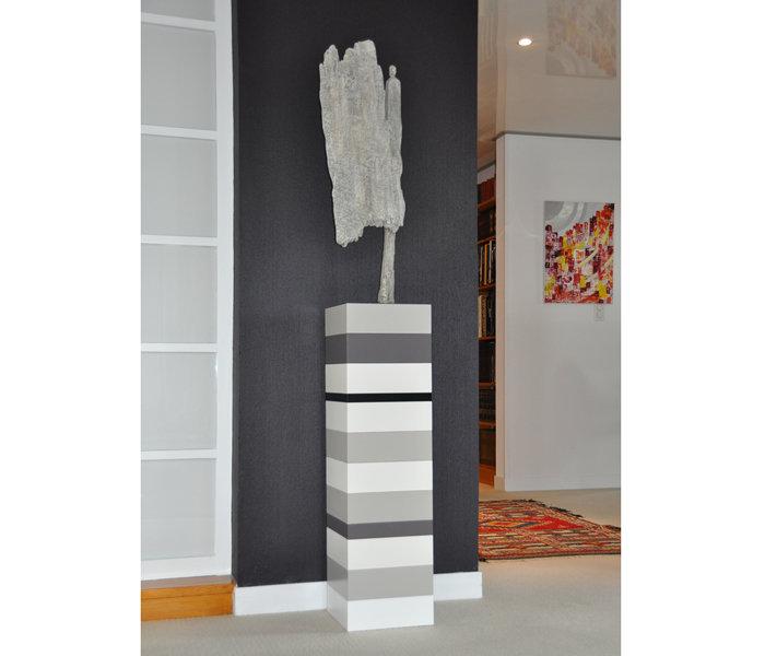 socle pour objet d'art sur mesure laque blanc beige Mille-Pied grand modèle mobilier Les Pieds Sur La Table réalisation maison