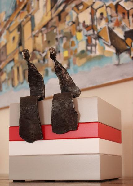 socle pour objet d'art sur mesure laqué Mille-Pied petit modèle mobilier Les Pieds Sur La Table