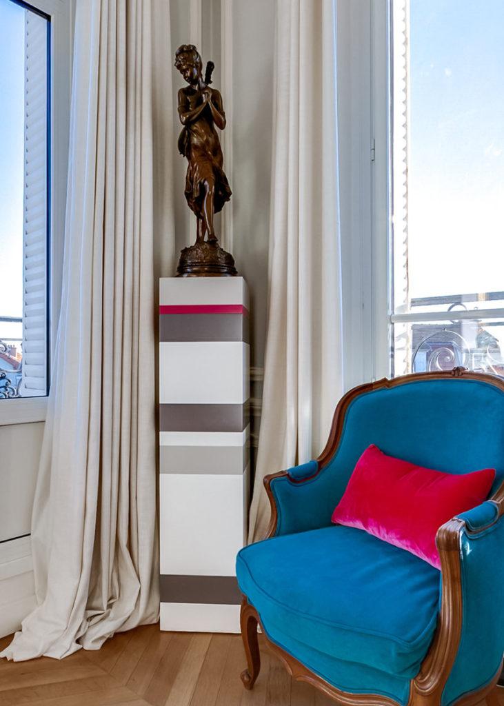 socle pour objet d'art sur mesure Mille-Pied grand modèle mobilier Les Pieds Sur La Table réalisation maison détail