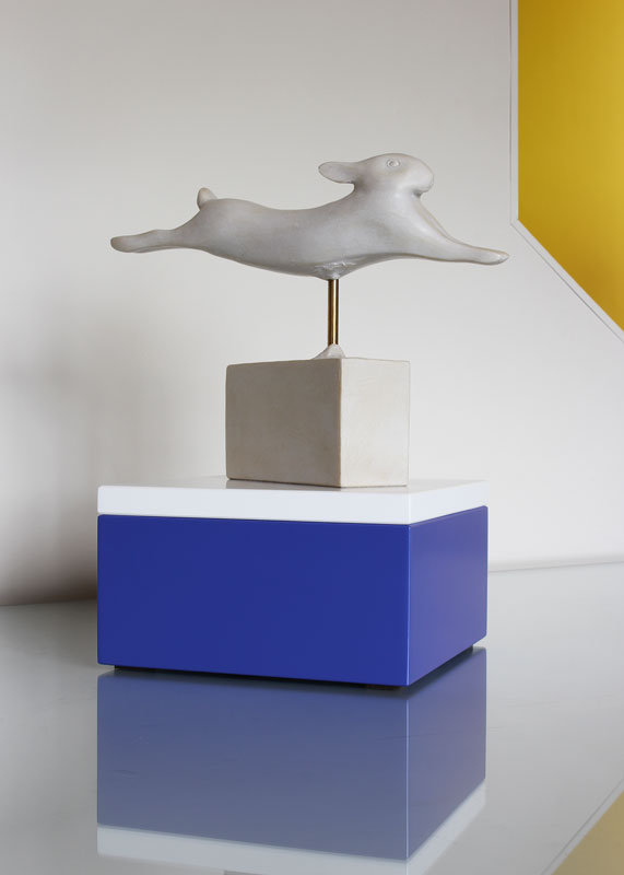 socle pour objet d'art sur mesure laque bleu blanc Mille-Pied petit modèle mobilier Les Pieds Sur La Table réalisation maison