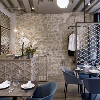 Réalisation d'un ensemble de structures pour un restaurant à Paris, en acier patiné effet rouillé, Mobilier design sur mesure Les Pieds Sur La Table