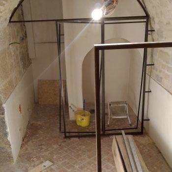 Réalisation d'un ensemble de structures pour un restaurant à Paris, en acier patiné effet rouillé, Mobilier design modulable Les Pieds Sur La Table, chantier patine rouille