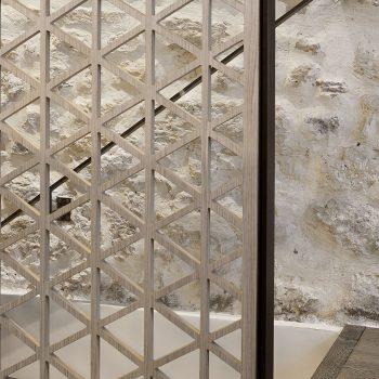 Réalisation d'un ensemble de structures pour un restaurant à Paris, en acier patiné effet rouillé, Mobilier design modulable Les Pieds Sur La Table, détail garde corps