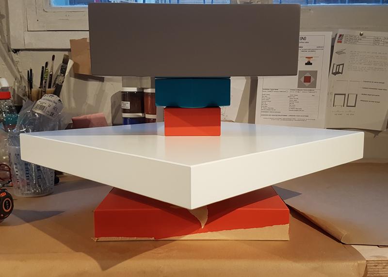 Table basse en verre sur mesure Pied-G Uno en cours de montage à l'atelier Les Pieds Sur La Table Mobilier- Envers
