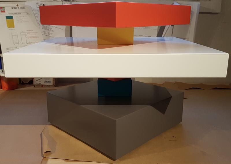 Table basse en verre sur mesure Pied-G Uno en cours de montage à l'atelier Les Pieds Sur La Table Mobilier