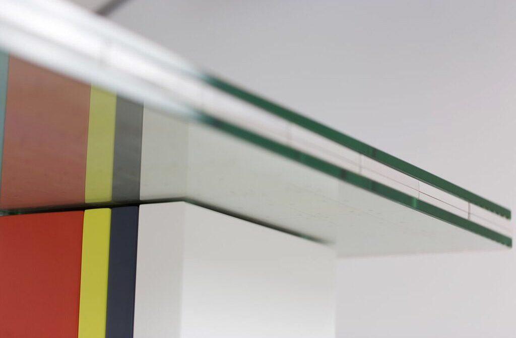 """table basse laquée en couleurs Pied G Original mobilier modulable Les Pieds Sur La Table Pièce unique """"manettes Nintendo"""" détail laque"""