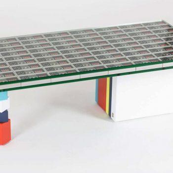 """Création unique de table basse Pied G Original, Pièce unique """"manettes Nintendo"""". Mobilier modulable Les Pieds Sur La Table"""