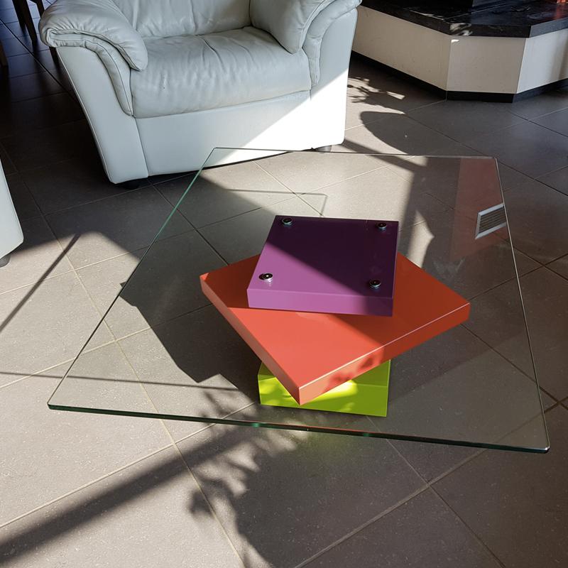 table basse design carrée sur mesure, plateau verre, pied laqué couleurs. Table basse design Pied-G Uno réalisée pour une maison particulière, Mobilier design modulable Les Pieds Sur La Table
