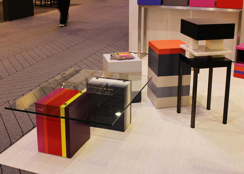 Tables basse laqu e pied g multi mobilier les pieds sur for Table basse sur mesure