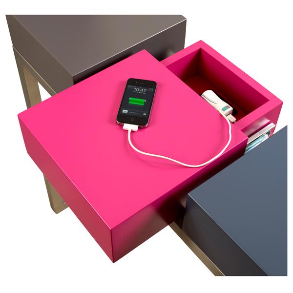 console connectée design Plug and Pied mobilier Les Pieds Sur La Table détail prise électrique intérgrée