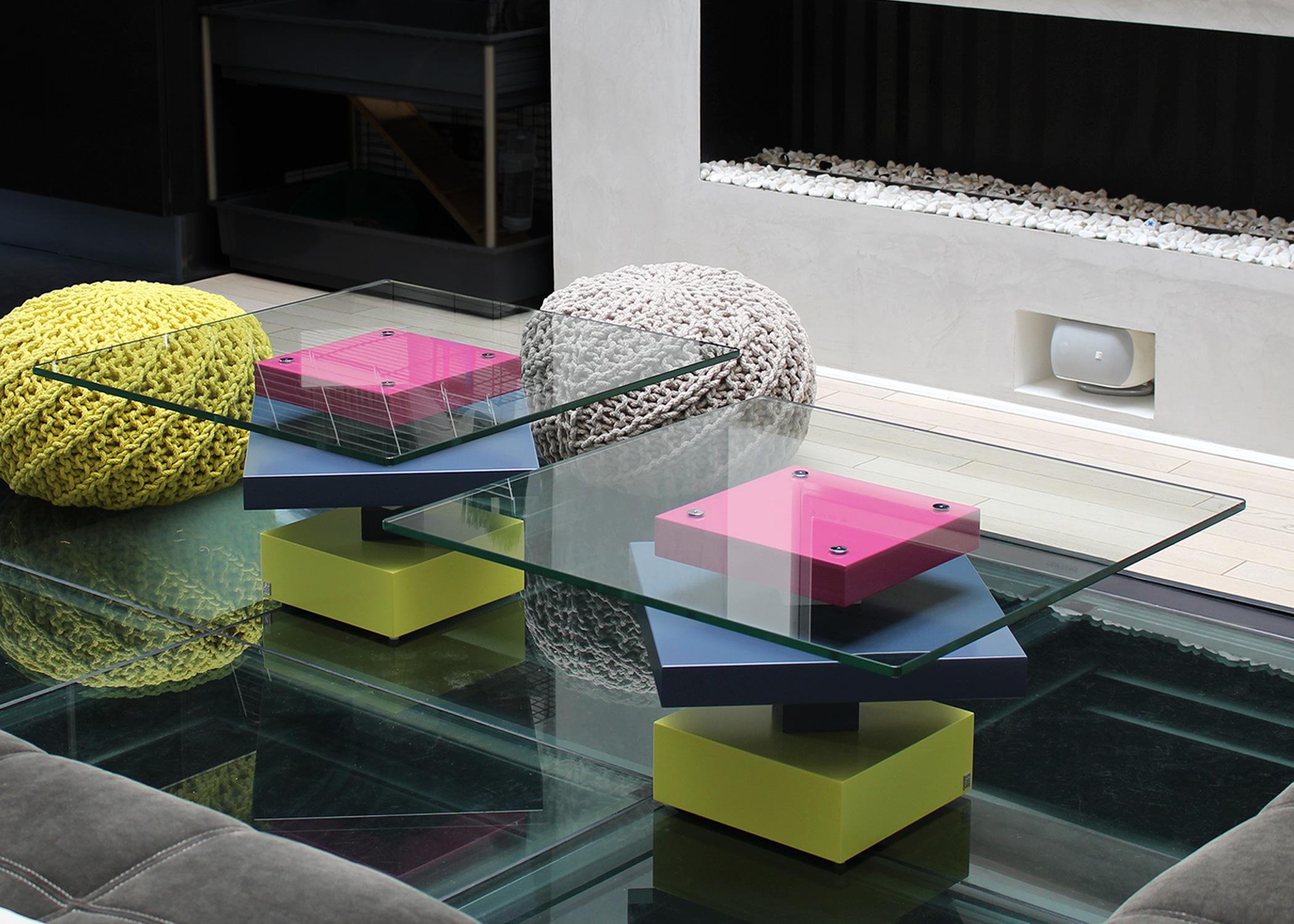 tables basses laquee en couleurs sur mesure et verre Pied G Uno mobilier modulable les pieds sur la table
