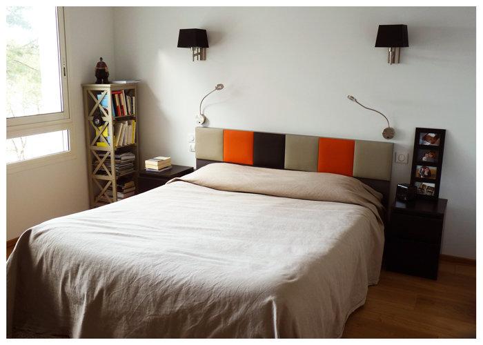 tête de lit avec rangements sur mesure beige orange Drap-Pied mobilier Les Pieds Sur La Table réalisation maison